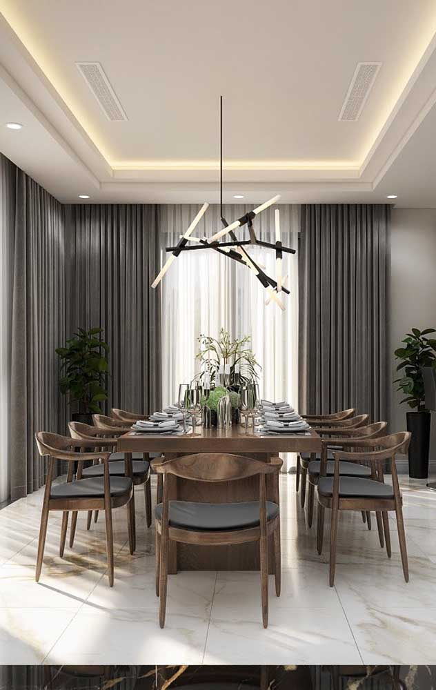 Sala de jantar com sanca de gesso.