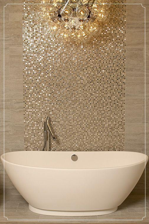 Banheiro planejado com pastilhas douradas e cuba branca.