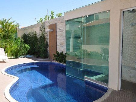 Área de lazer com piscina e sauna