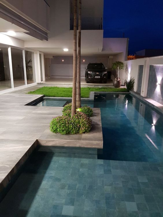 Garagem e área de lazer com piscina