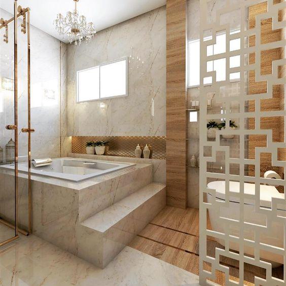 Banheira quadrada em base de mármore com degrau.