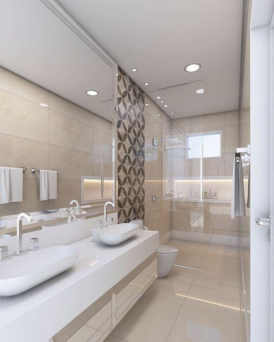 Banheiro decorado com duas pias e dois chuveiros, lado a lado.