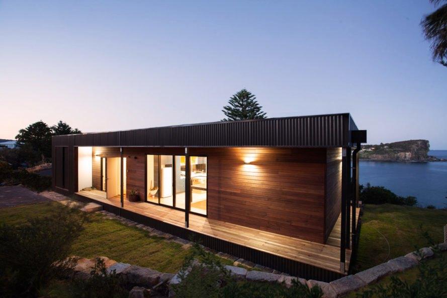 Casa de madeira e alumínio.