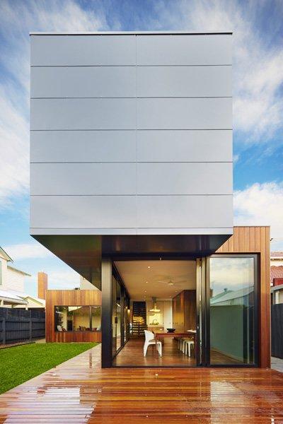 Casa pré-moldada com dois tipos de revestimento.