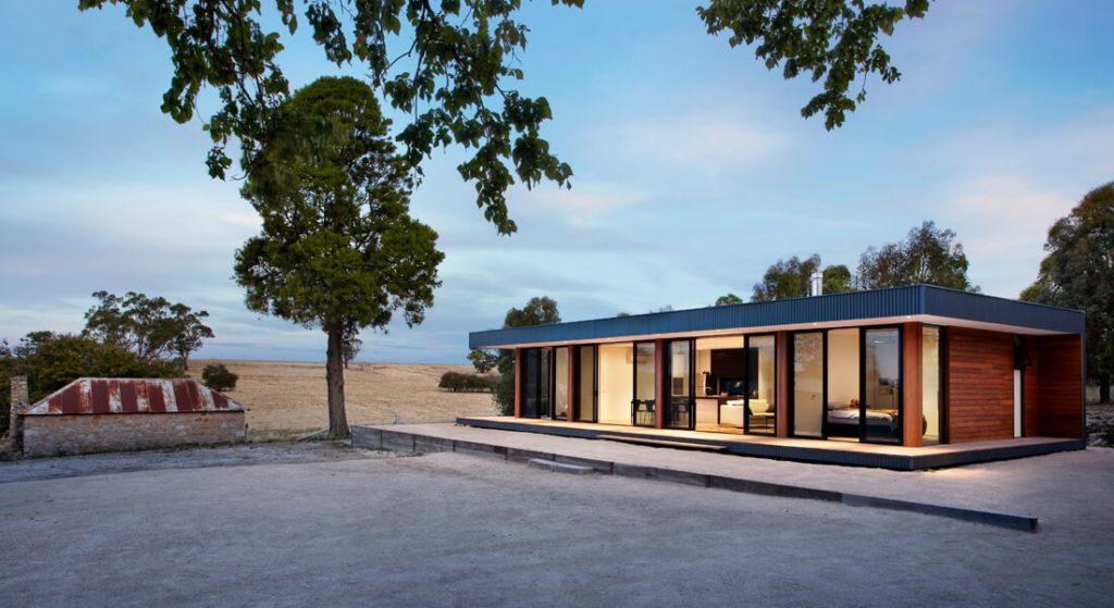 Casa pré-moldada de madeira.