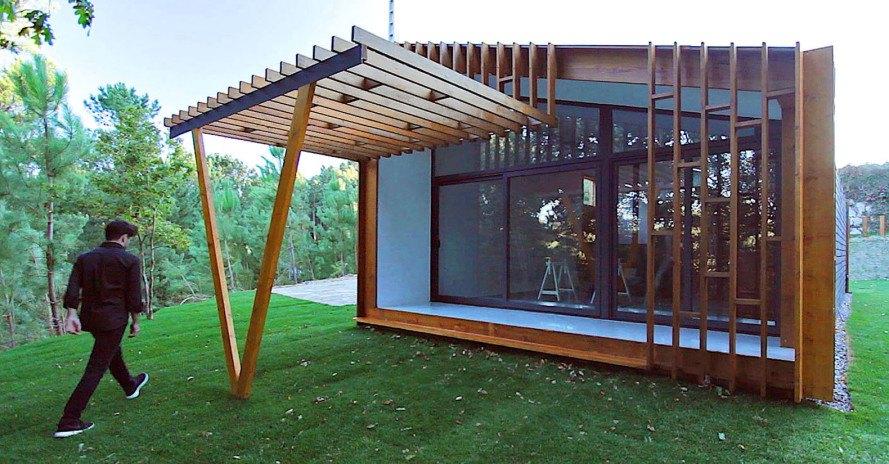 Casa pré-moldada com madeira e ferro.