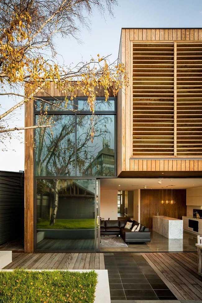 Casas de madeira traz o vidro como protagonista.