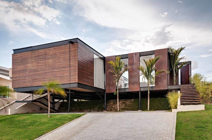 Casas de madeira com pilotis.