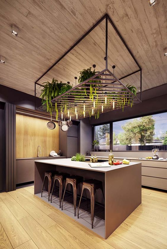 Decoração de cozinha com vários vasos de planta suspensos na ilha.