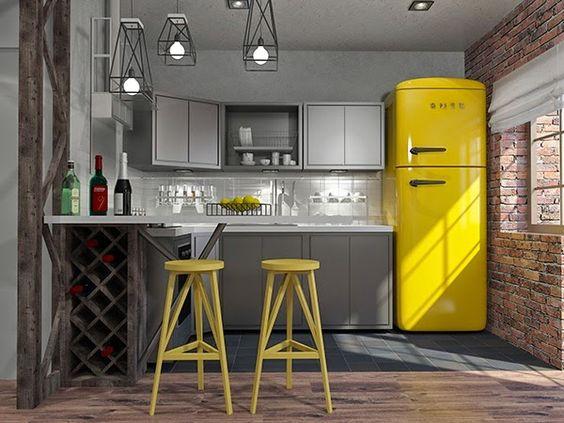 Decoração de cozinha com geladeira amarela.