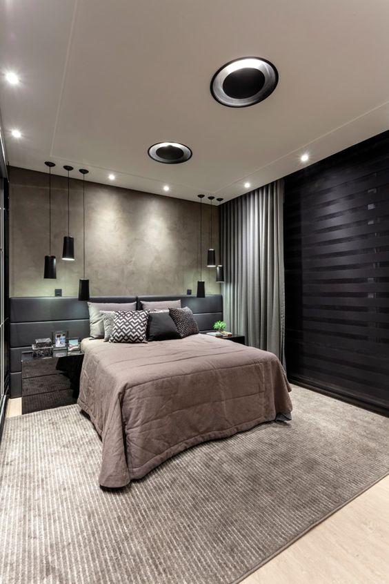 Decoração de quarto feita toda nas cores preto e cinza com diferentes tipos de iluminação.