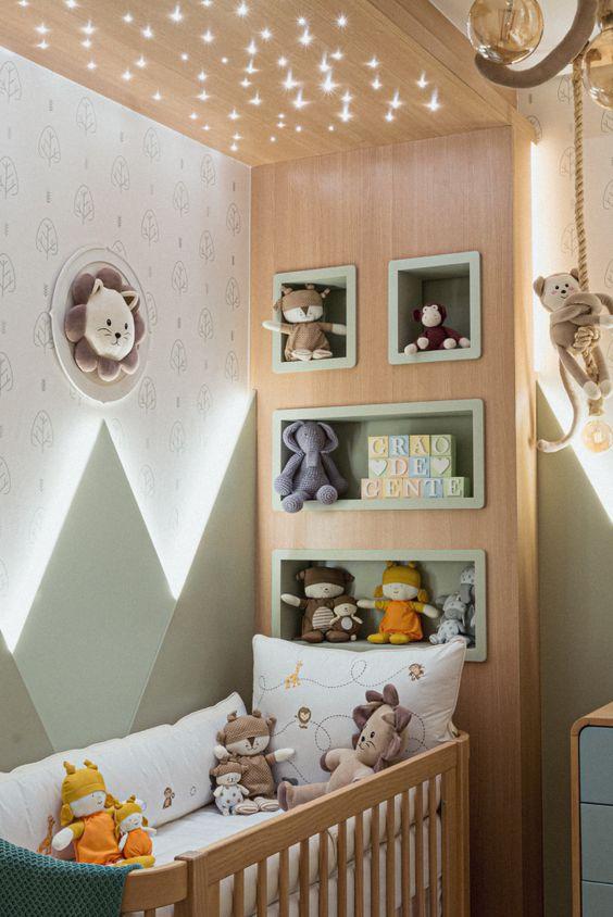 Iluminação que parecem estrelas e nichos para decoração de quarto infantil.