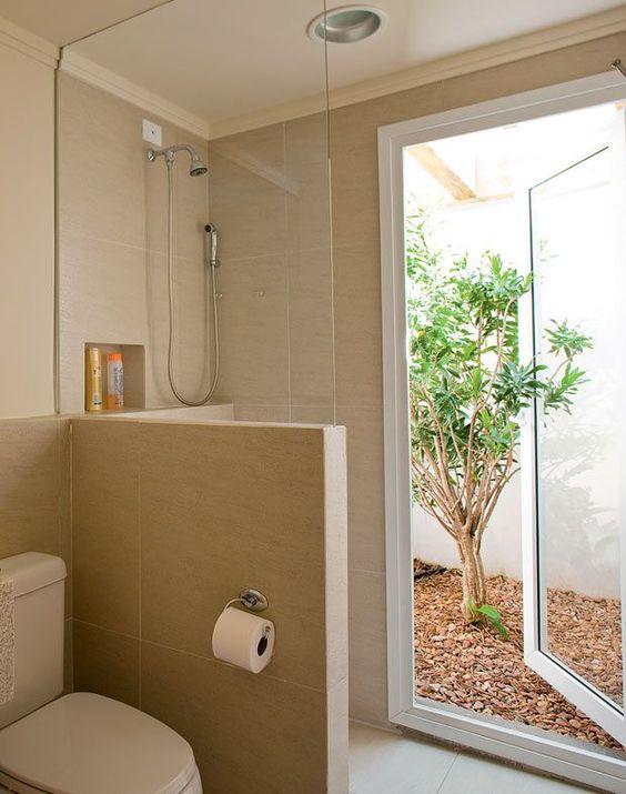 Jardim de inverno no banheiro.