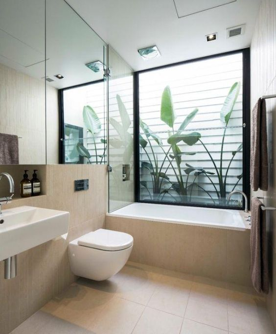 Banheiro com vista para o jardim de inverno..