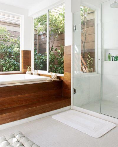 Banheiro com jardim.