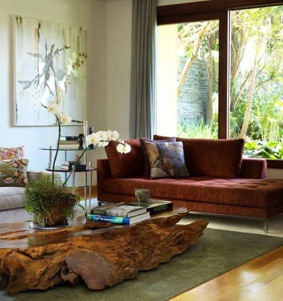 Mesa de centro feita de tronco de árvore,