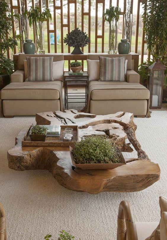 Móveis rústicos são destaque no ambiente de estar.