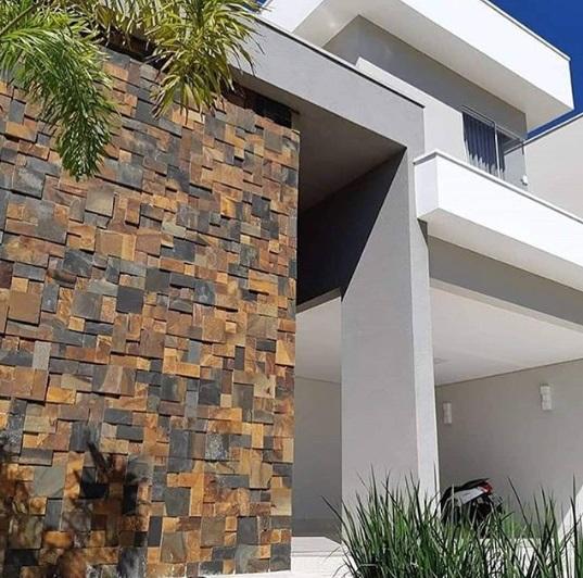 Fachada de casa moderna.