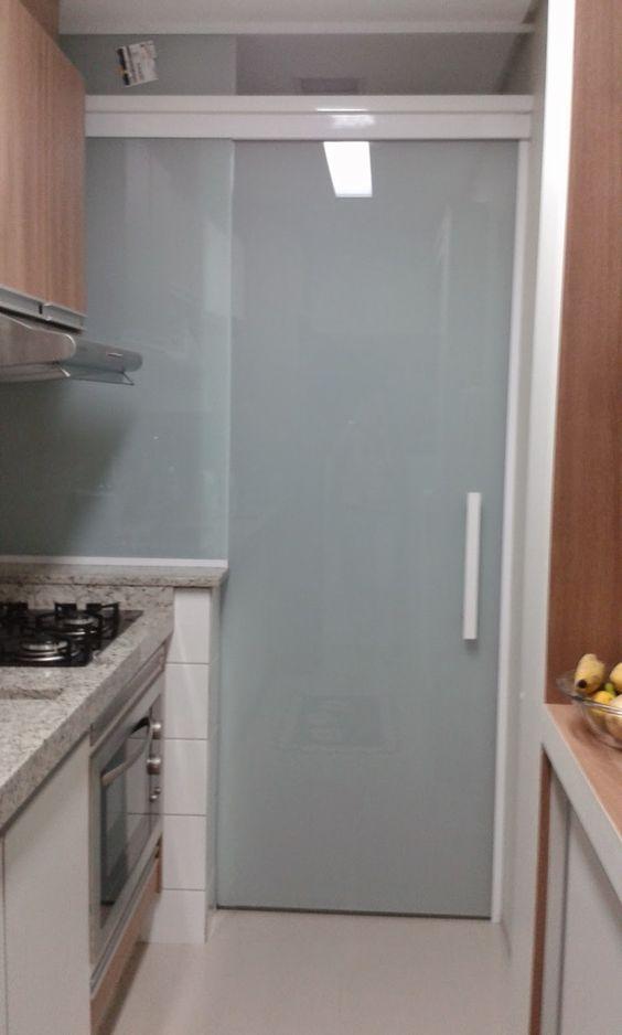 Porta de vidro jateado.