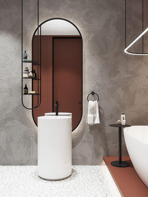 banheiro masculino com caquinho no chão