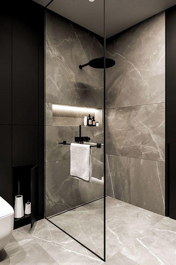 banheiro em mármore cinza e detalhes em preto