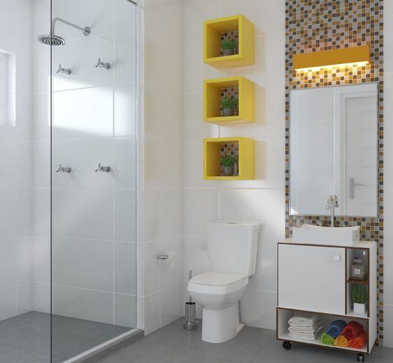 Três nichos amarelos com fundo de pastilha decorados com plantas.