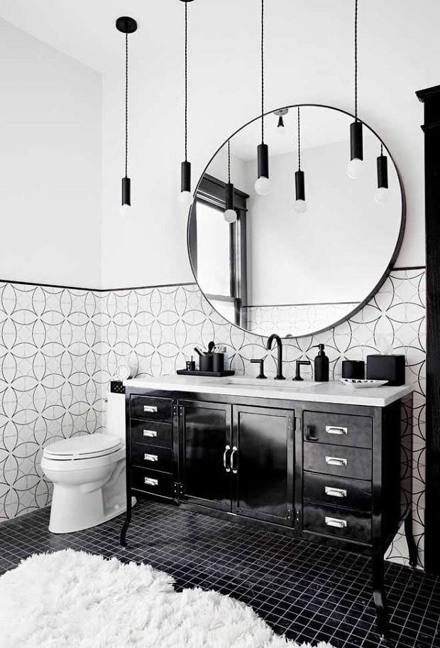 Banheiro preto e branco contemporâneo