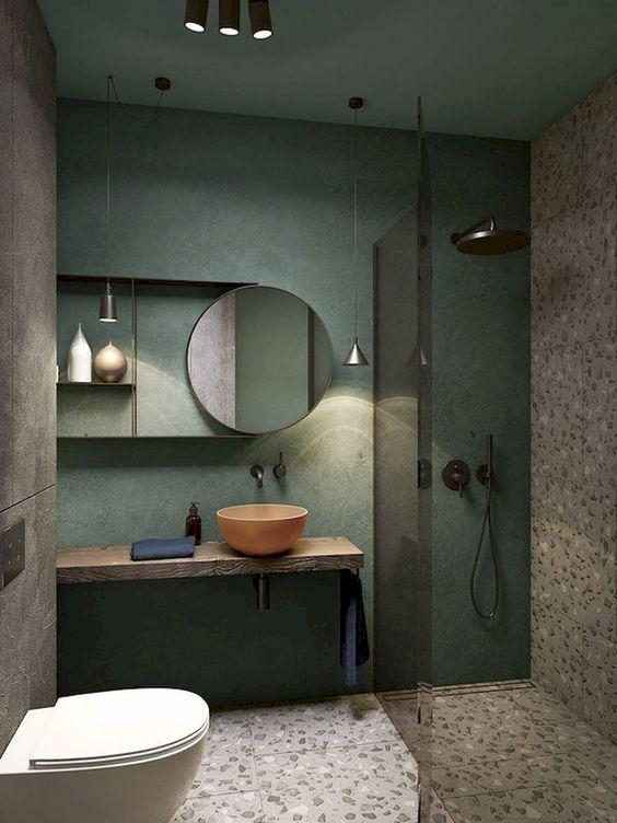 teto e parede verde com espelho redondo