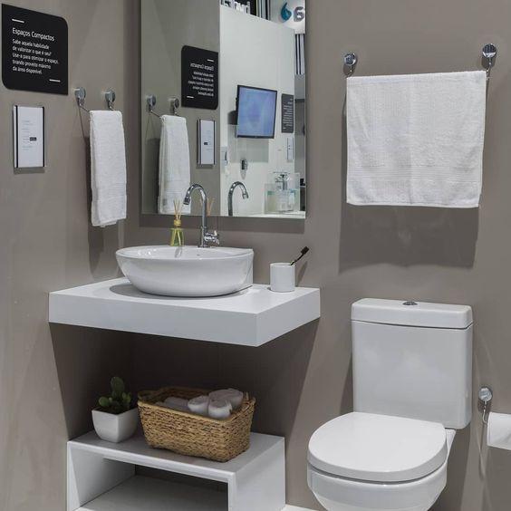 banheiro cinza e branco