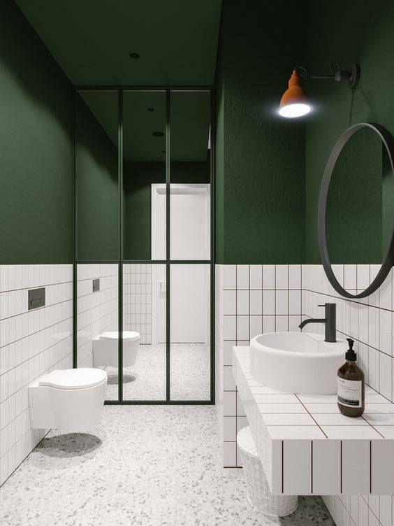 Banheiro branco e verde