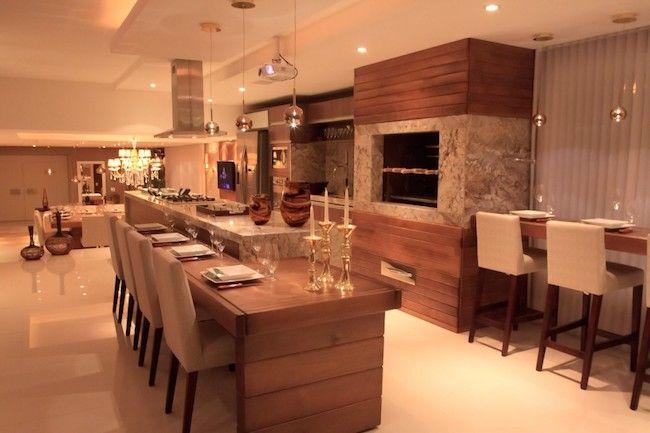 Ambiente elegante com churrasqueira.