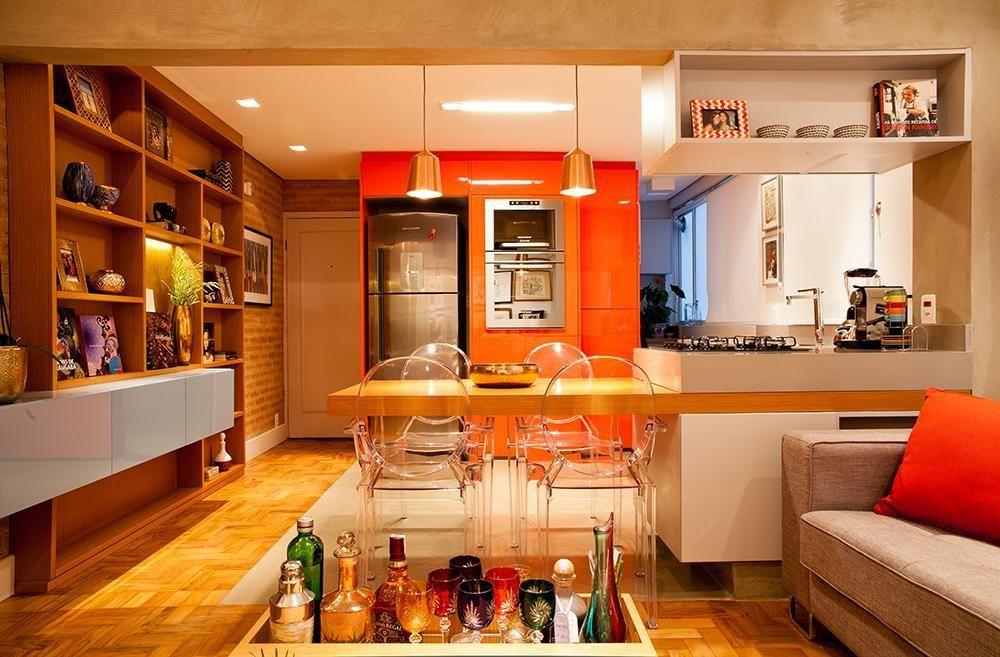 Cozinha americana com sala e decoração moderna.