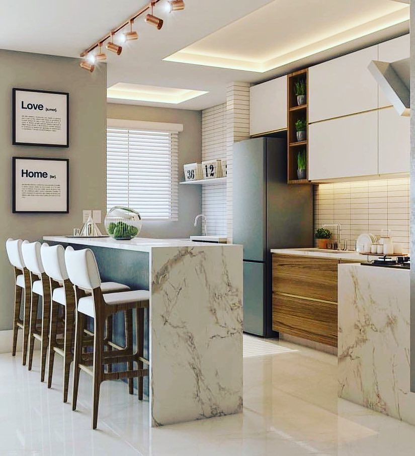 Decoração com armários minimalistas, bancada de mármore e trilho de luz.