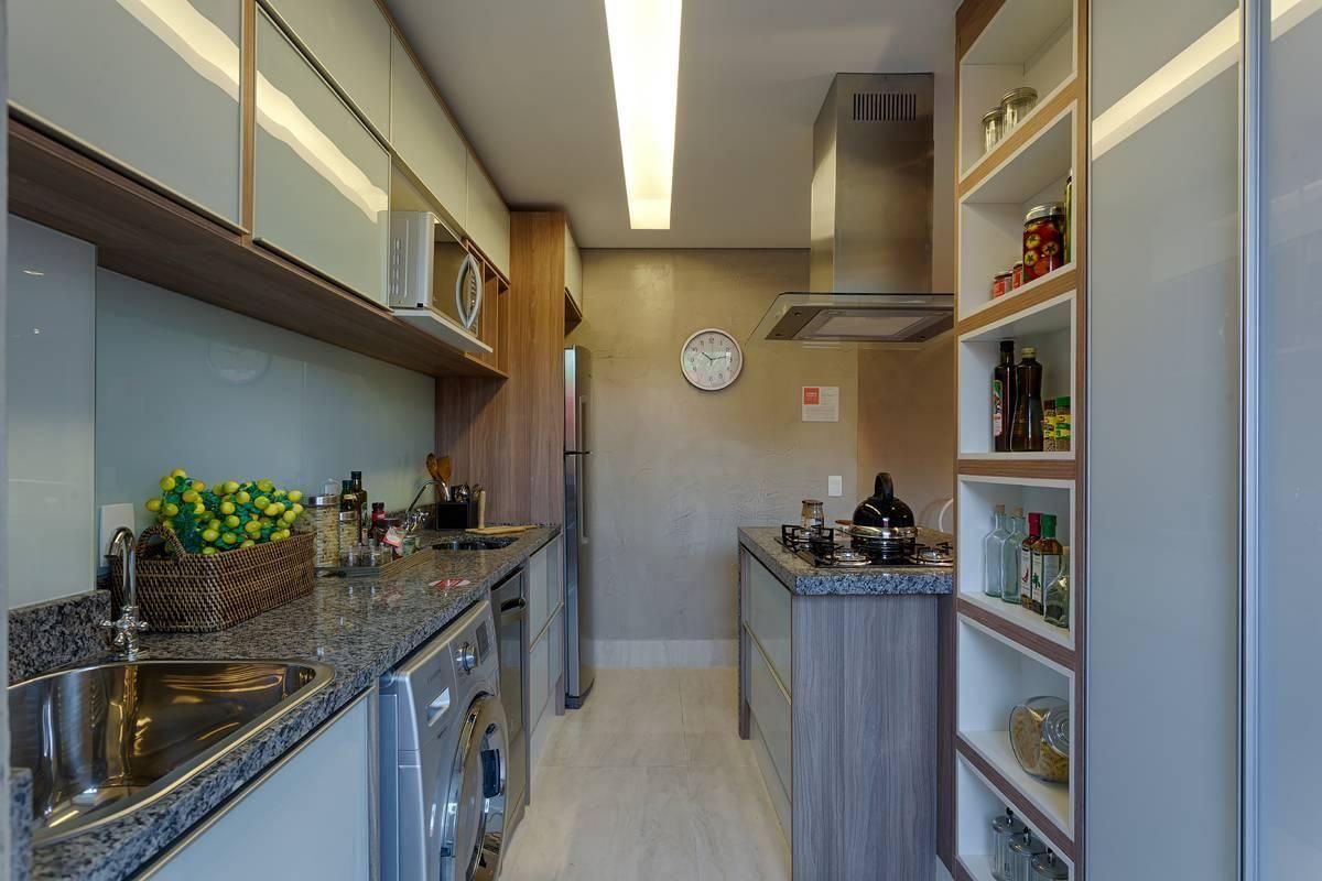 Cozinha americana simples com cooktop.