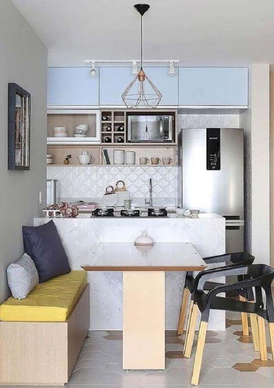 apartamento com piso moderno e cozinha pequena