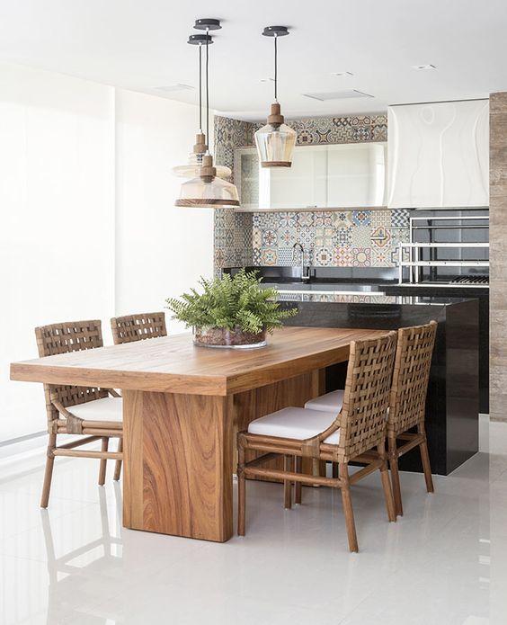pendentes de vidro com metal retrô e sala de jantar