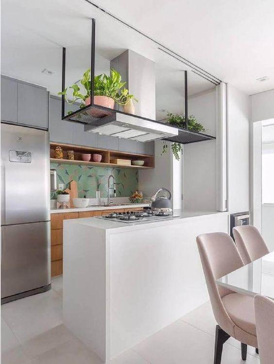 cozinha americana com azulejo verde