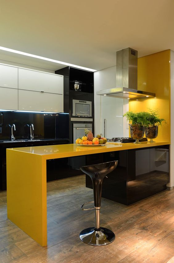 cozinha amarela preta e branca