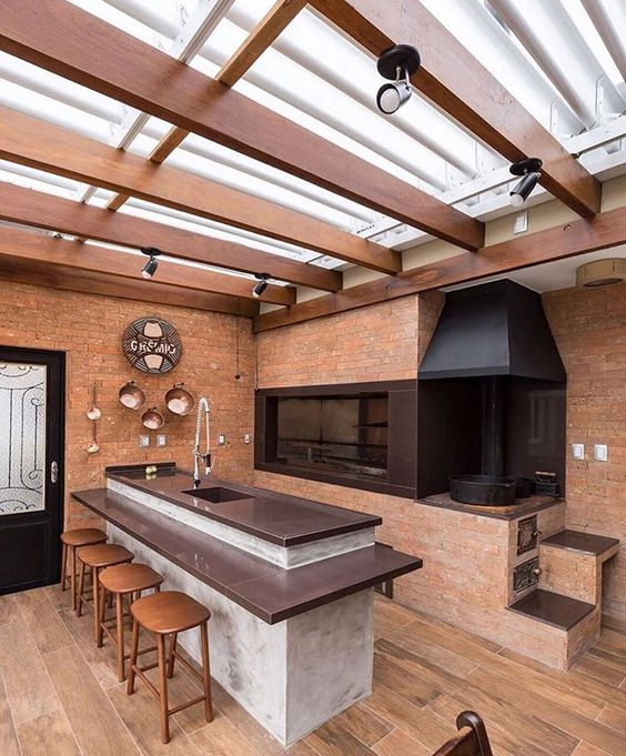 Cozinha gourmet decorada com tijolos a vista.