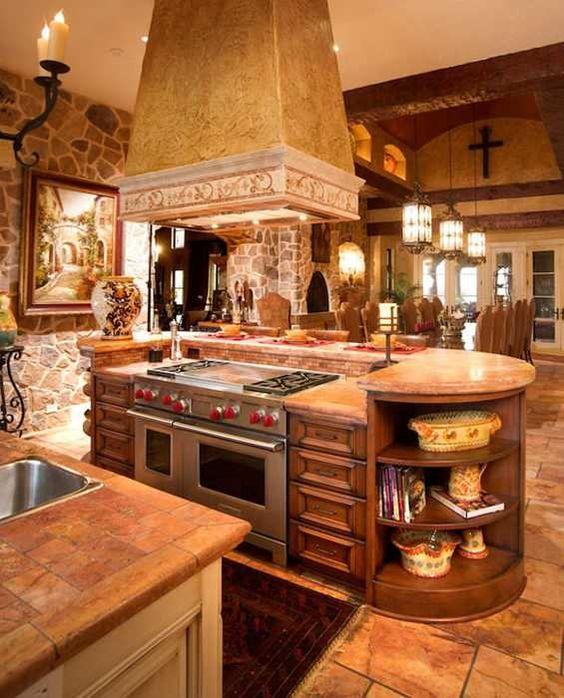 Decoração de cozinha estilo medieval com nichos.