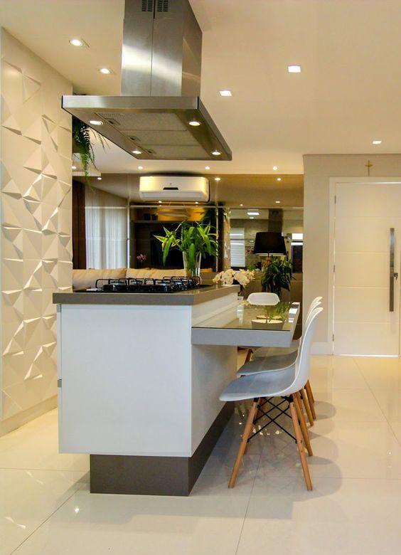 Pequena cozinha decorada com parede 3D branca.