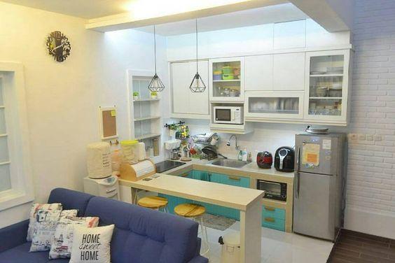 cozinha americana branca e azul.