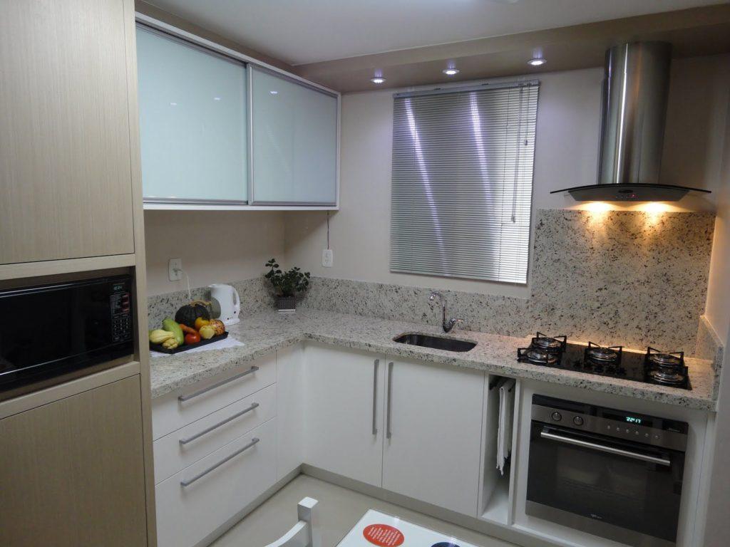 frontão da cozinha em granito cinza