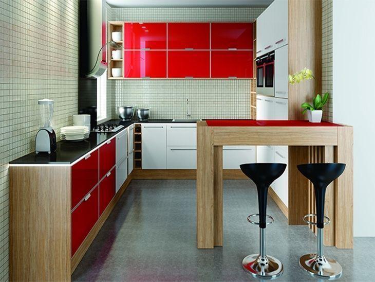 Cozinha planejada pequena com armário branco e vermelho.