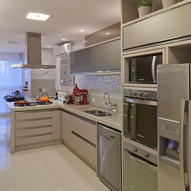 Cozinha planejada pequena simples.