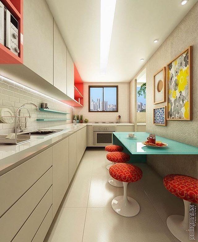 Cozinha planejada pequena com bancada de vidro.