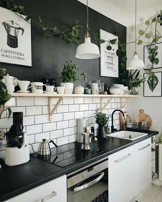 cozinha escandinava preta e branca com azulejo de metro