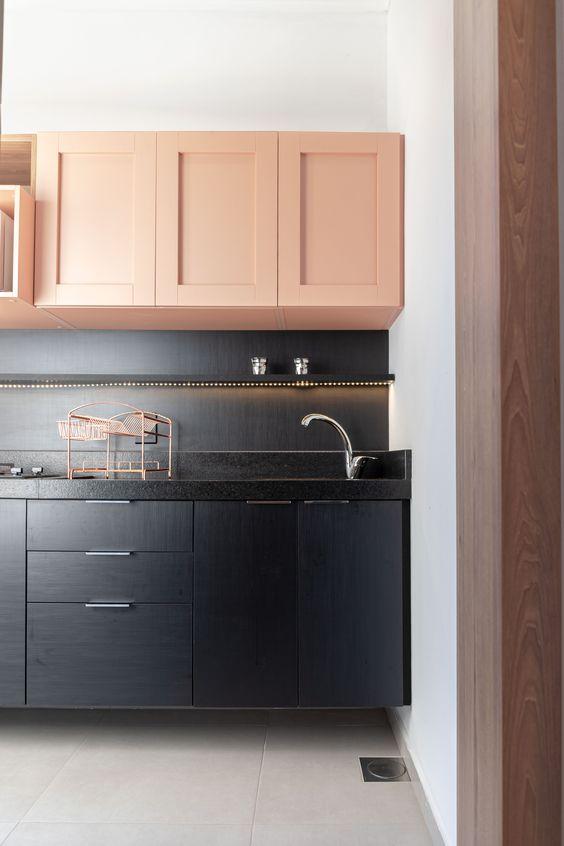 cozinha preta e rosa millenial  com piso  branco