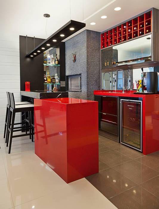 cozinha vermelha com detalhes preto