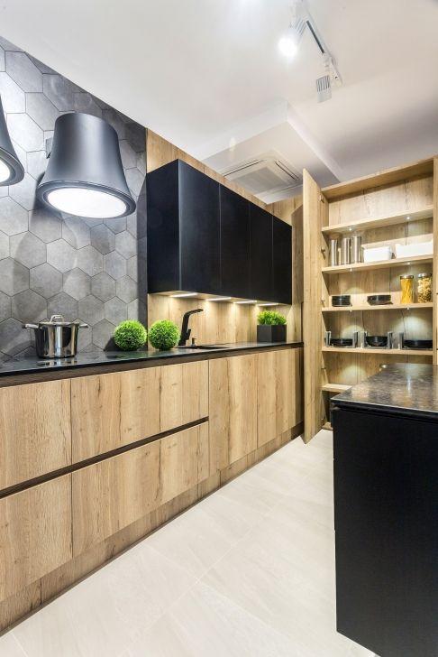 cozinha rústica de madeira e armarios pretos